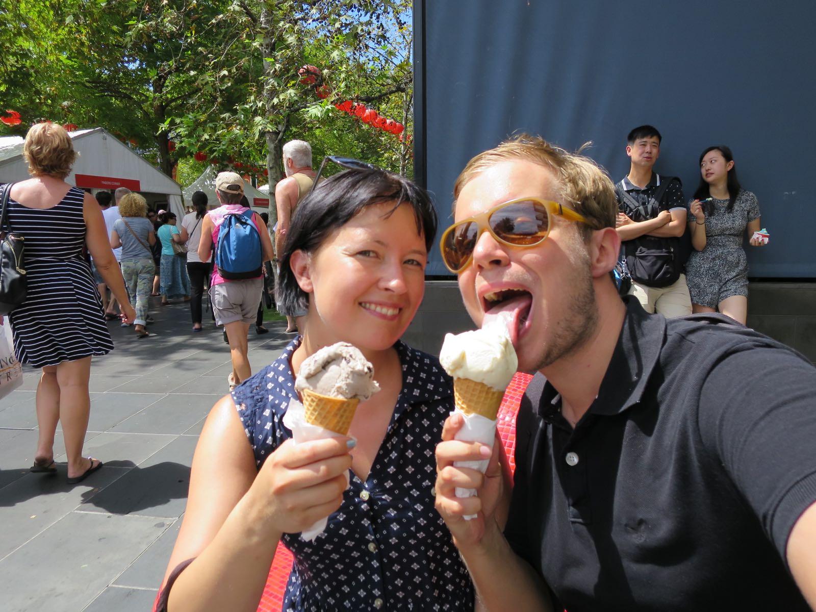 Kun on pois kehitysmaista niin saa syödä jäätelöä!