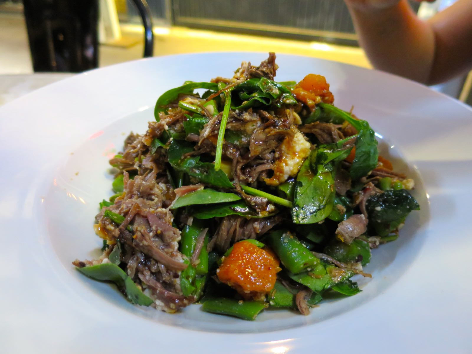 Salaatti voi olla myös melko lihaisa