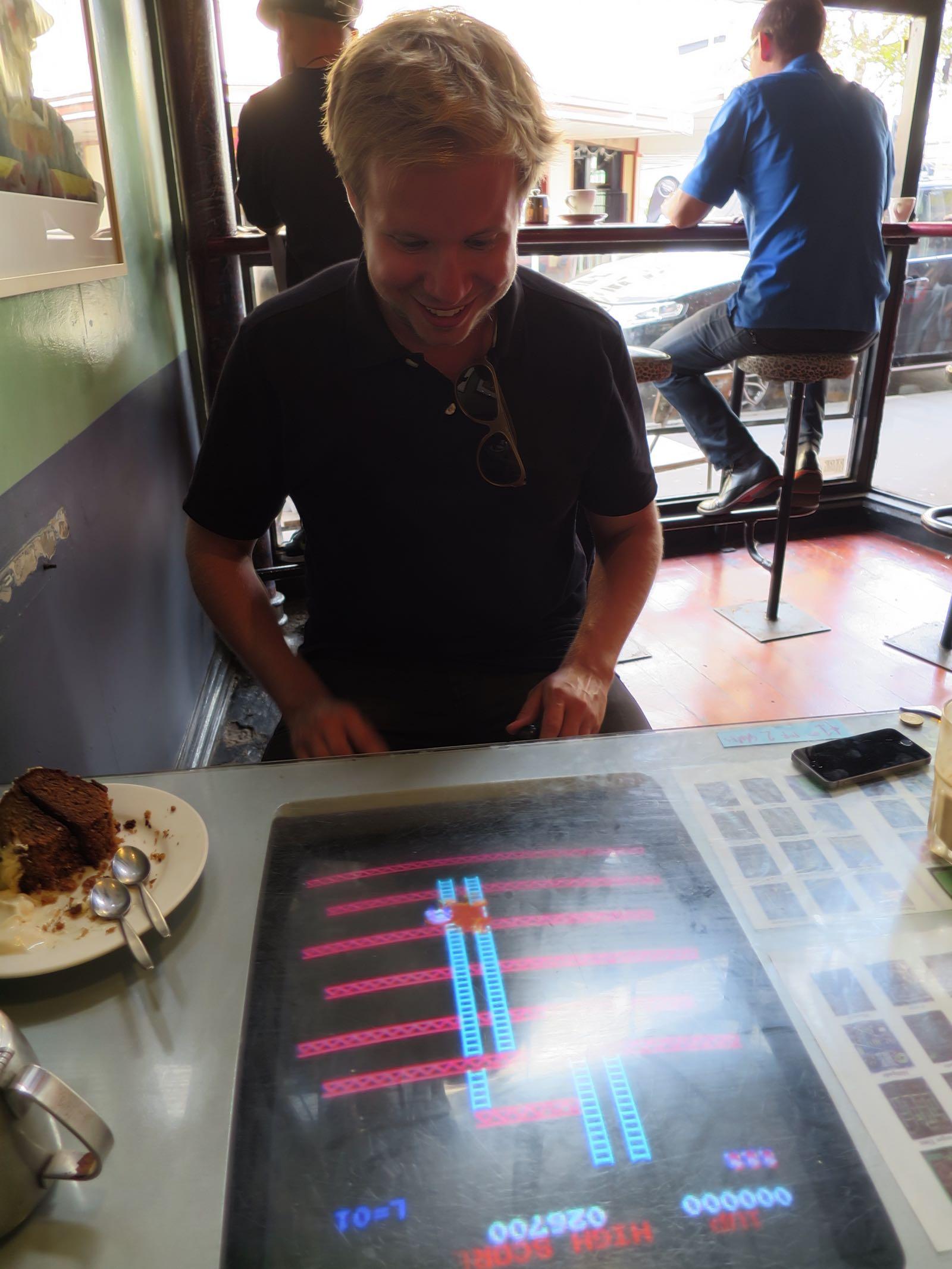 Midnight Espressossa sai pelata 80-luvun tietokonepelejä! mm. Pacman, King Kong, Space Invaders