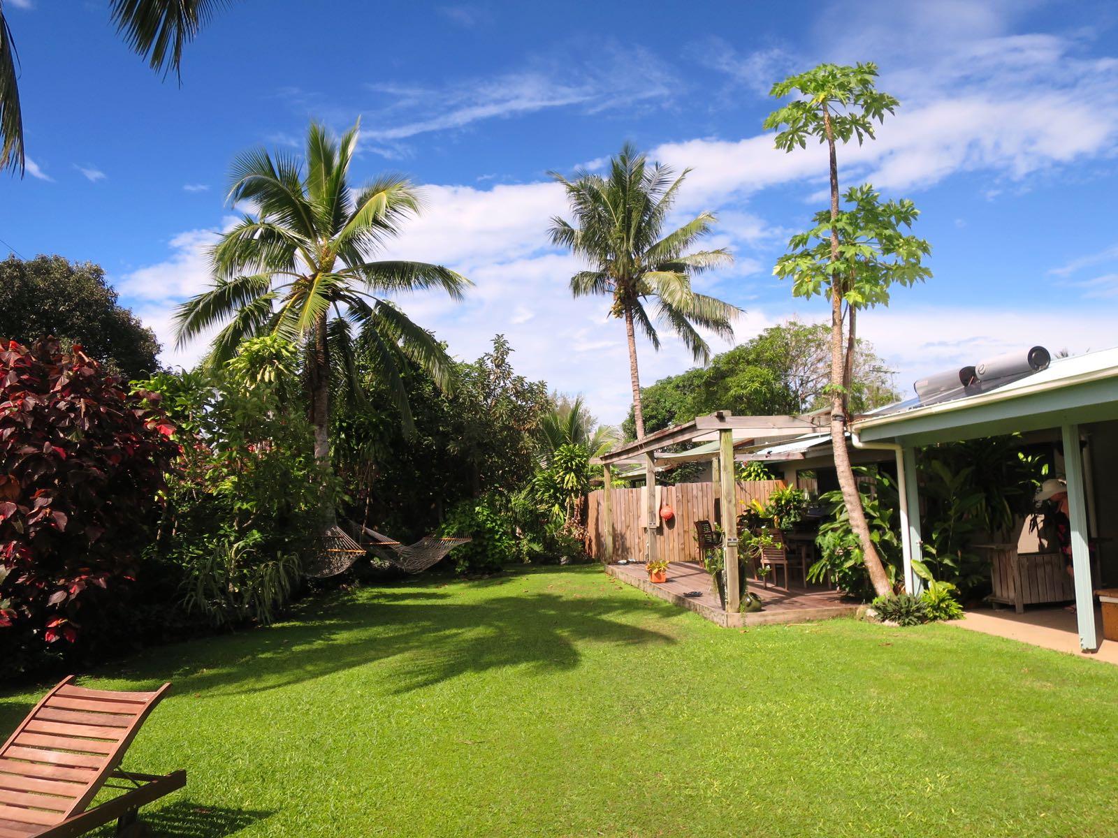 Aremango Guesthousen pihaa. Loistava majatalo olikin!