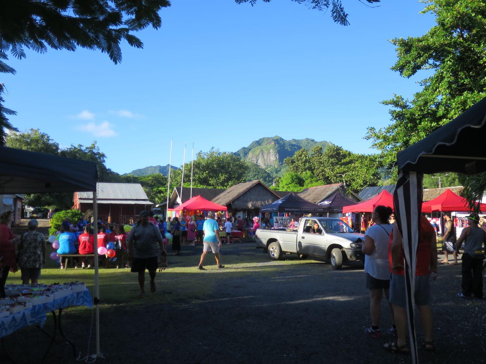 Pääkaupungissa Avaruassa on markkinat maanantaista lauantaihin. Parempi olla paikalla heti seitsemän jälkeen aamulla