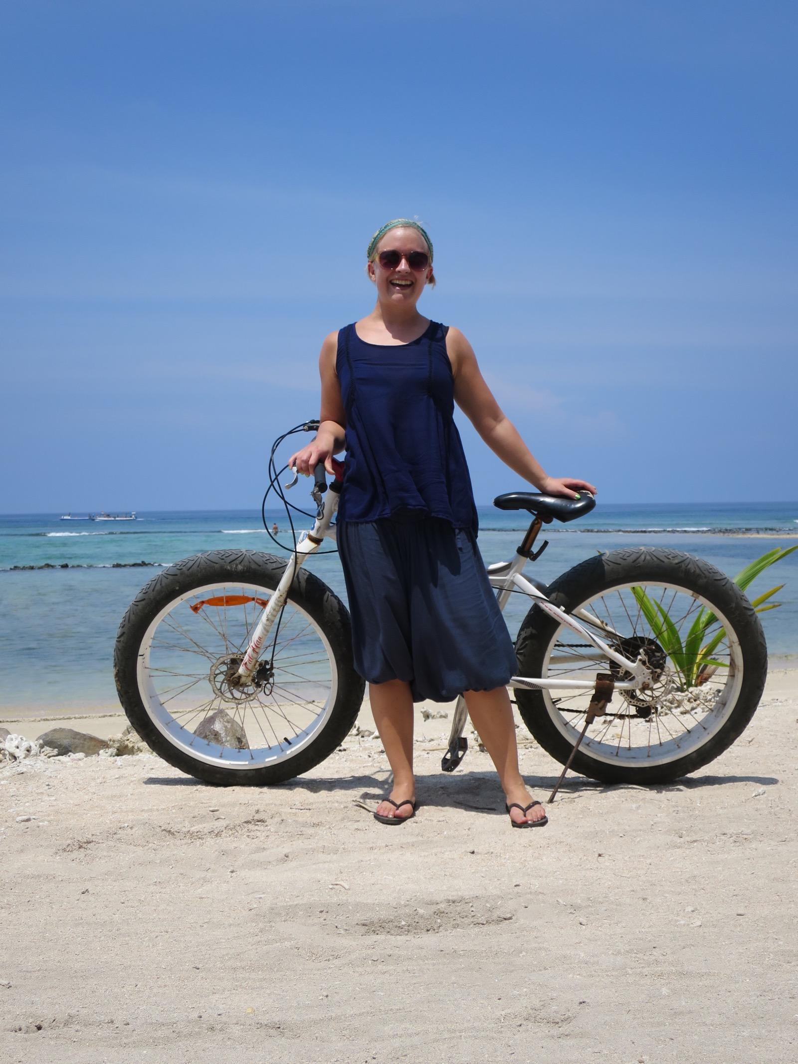 Saaren ympäri ei kannata lähteä ilman tällaista isorenkaista pyörää. On nimittäin jonkin verran uopottavaa hiekkaa, jossa ei tavallisella pyörällä pärjää.