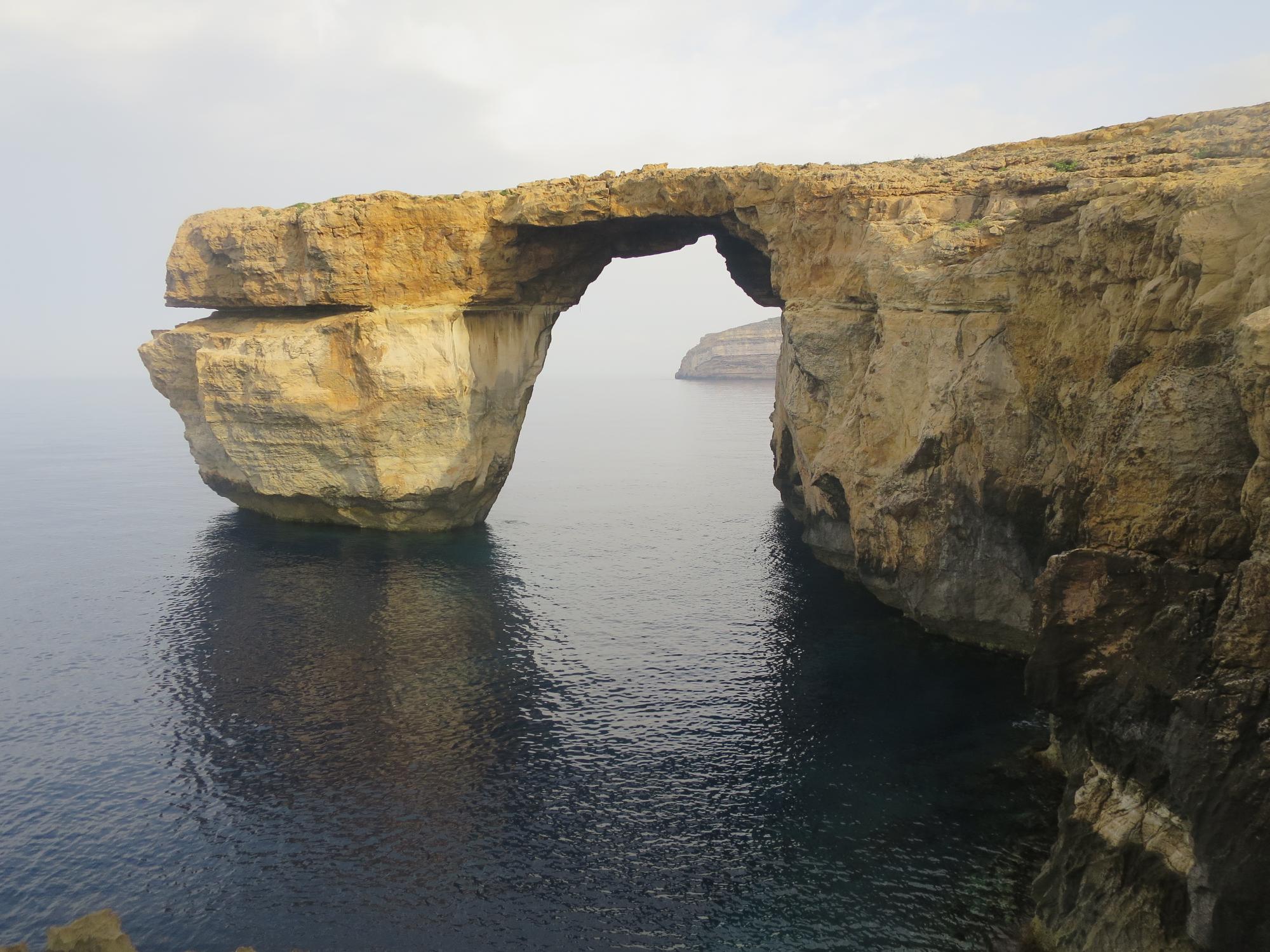 Azure Window -niminen kalliomuodostelma Gozolla. Täältä klytyy yksi saaren parhaista sukelluskohteista!